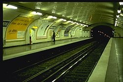 Metro Cardinal Lemoine- Quais, en direction de Boulogne - Pont de Saint-Cloud. (Beginning of CW12)