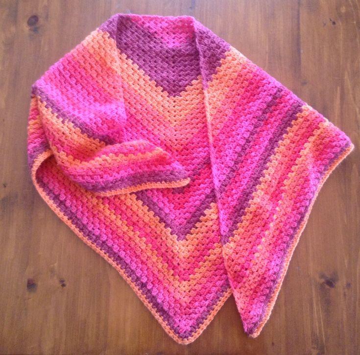 """Châle au crochet #6, trois balles de Bernat Pop! (5oz/140g)(approx. 280y/256m) ici de couleur """"Grésillement"""" : chaud, coloré et enveloppant!"""