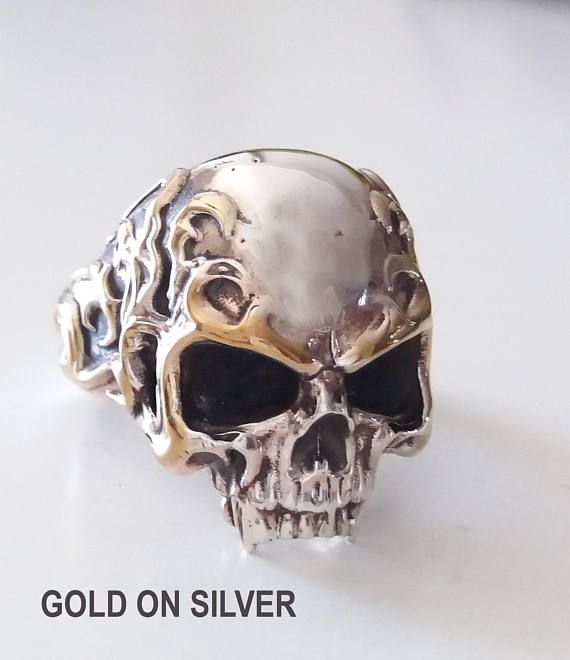 A skull ring macabre An awesome and unique skull ring with great details. Is a solid heavy ring weight approximately 42-50g depending on the size. Please let us know your ring size with your order We need about 7 working days to finish that piece in gold on silver,