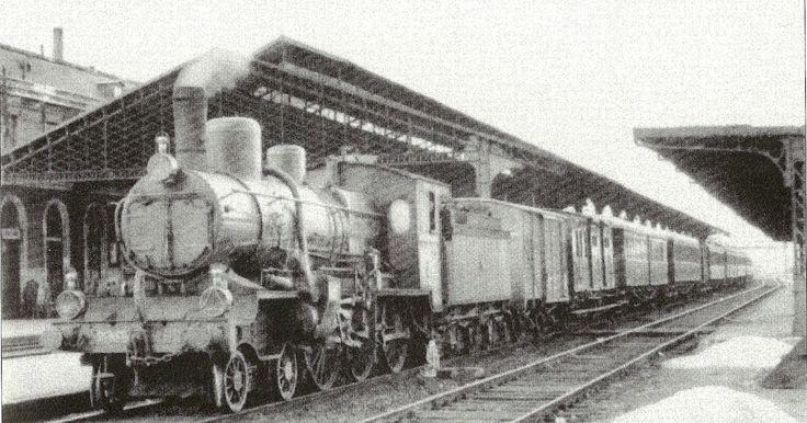 El correo de Ariza, saliendo de la Estación del Norte, en Valladolid.  (Foto: Valladolid Cotidiano. Jose Miguel Ortega Bariego)   Julio G. C...