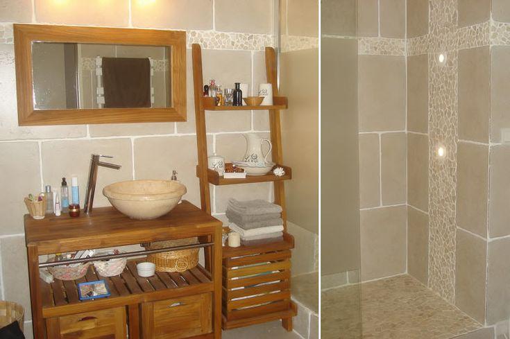 Salle de bains avec galets et carrelage noir recherche for Recherche decoration maison