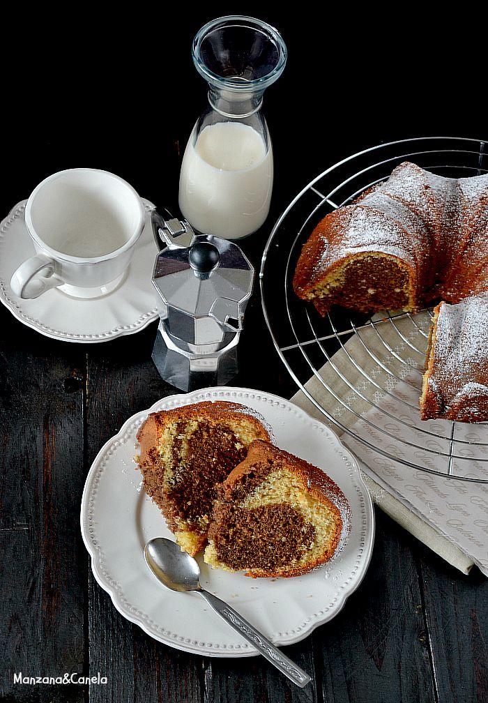 Bizcocho marmolado de café y vainilla. Vanilla and coffee marbled bundt cake.