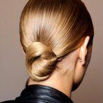 Δες έναν πολύ απλό τρόπο να ισιώσεις τα μαλλιά σου χωρίς να τα ταλαιπωρείς συνεχώς με το πιστολάκι και τι σίδερο ισιώματος!…
