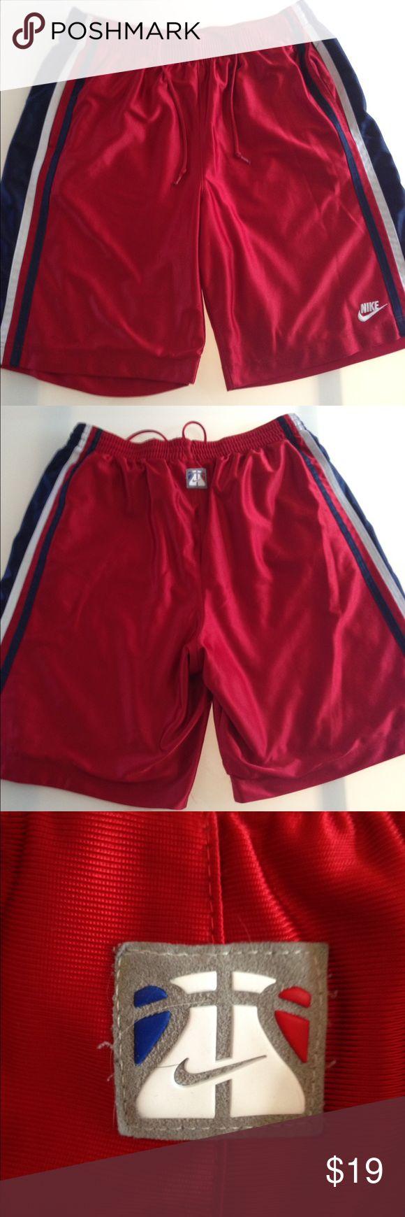 Nike men's basketball 🏀 shorts Really good condition 100 % polyester. Front pockets. Drawstring waist Nike Shorts Athletic