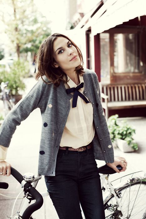 Preppy outfits for autumn 2015. Cute shirt with bow, cardigan and pants.