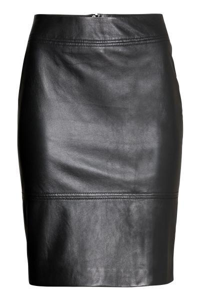Falda de piel: ALTA CALIDAD. Falda ajustada de piel. Largo hasta la rodilla, cremallera visible y abertura. Forrada.