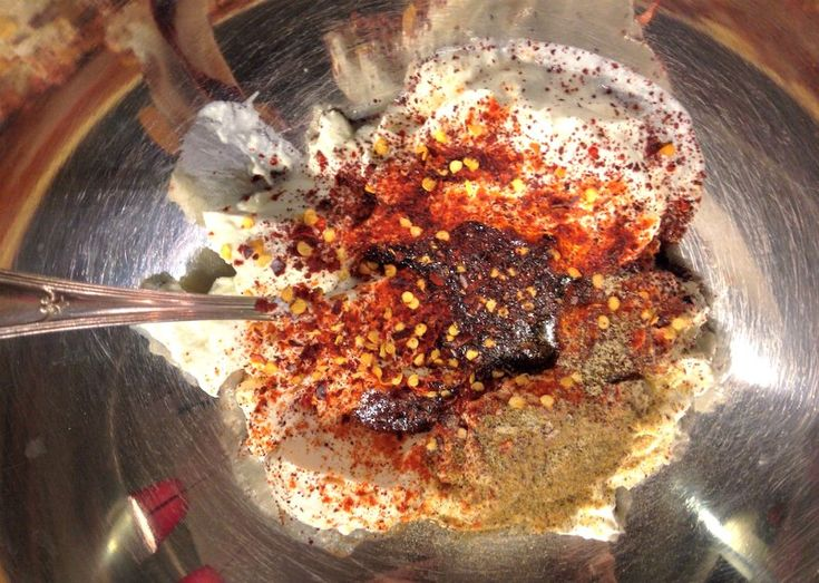 spicy yogurt sauce! πικάντικο γιαούρτι - σουβλάκια κοτόπουλου
