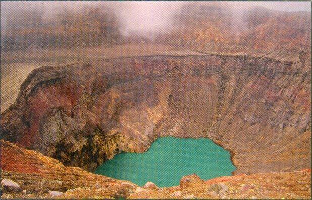 The summit of that volcano in Parque Nacional Cerro Verde...