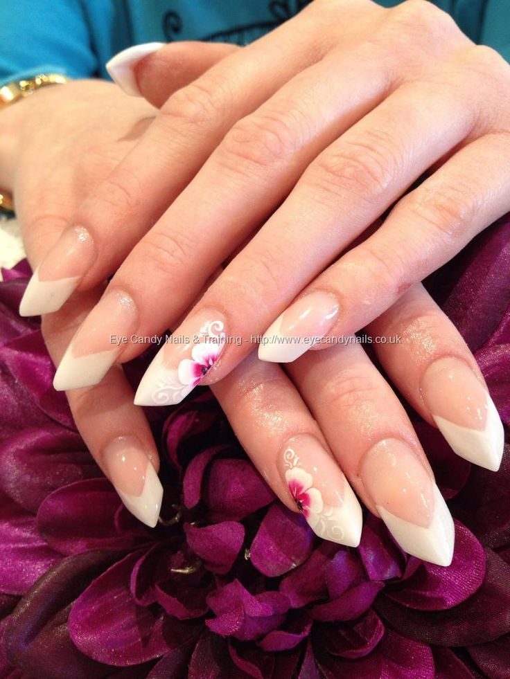 The edge sculptured nails with one stroke nail art