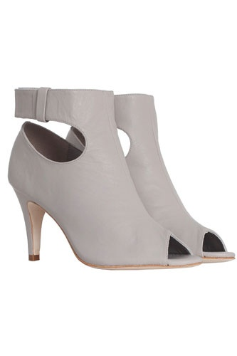 20 pairs of booties to revamp your fall closetShoes, T Bar Booty, Belts T Bar, Belts Tbar, Fall Closets, Zimmermann Belts, Booty Zimmermann, Bootie, 20 Pairings