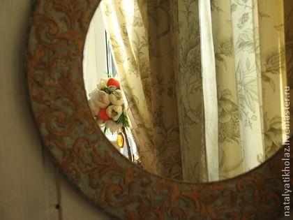 Mirror Provence. Зеркала – важнейший элемент интерьера в стиле французского кантри. Они будто бы хранят в себе тайну времени. Рамка искусственно состарена, подернута патиной. Само же французское зеркало, чистое и прозрачное как…