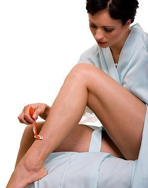 ¿Cómo evitar que la piel se irrite después de afeitarte? Diluye media taza de avena sobre 1/4 de taza de agua tibia, aplica sobre la zona rasurada y dejas actuar durante 15 min. Una vez terminado lavas con agua fría.