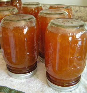The best spiced peach jam! This recipe is amazing!