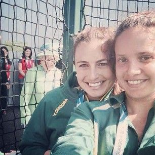 NO SELFIE CAN TOP THIS. | The Queen Just Photobombed A Selfie At The Commonwealth Games