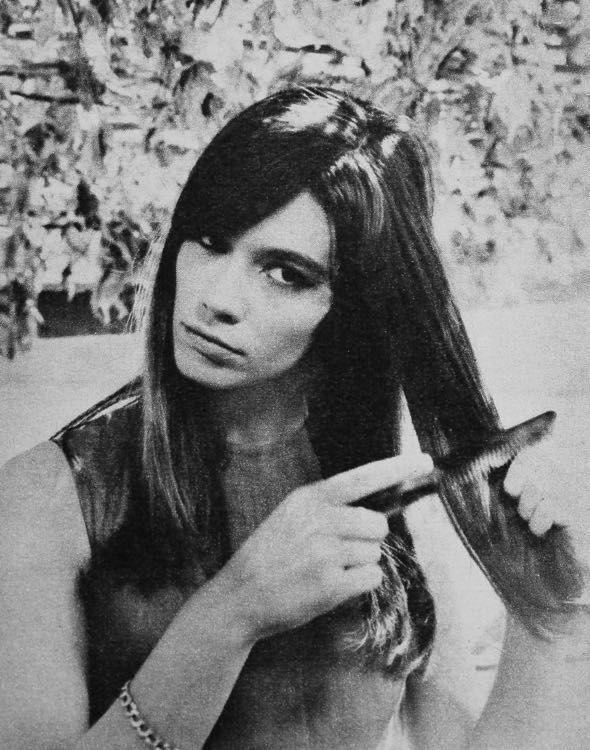 Françoise Hardy, Jours de France September 1965 http://magdorable.blogspot.nl/search?updated-max=2016-09-09T09:36:00%2B02:00&max-results=15&start=270&by-date=false