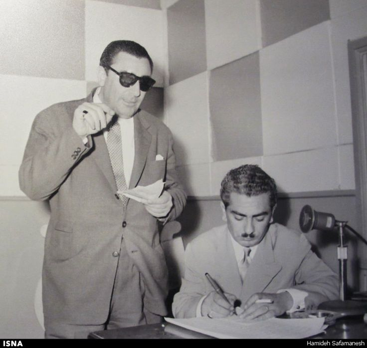 Banān joined the Iranian National Music Association in 1942, and appeared on Iranian National Radio that same year. He then joined the orchestra of the distinguished pianist Javād Maroufi, becoming the lead vocalist.