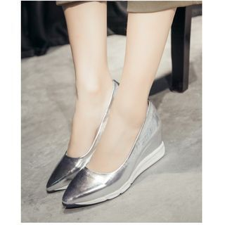 Buy Cinnabelle Metallic Wedged Pointy Pumps at YesStyle.com! Quality products at remarkable prices. FREE WORLDWIDE SHIPPING on orders over US$ 35.