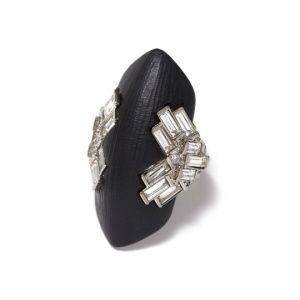 Коктейльное кольцо с черным люцитом и кристаллами огранки багет