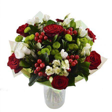 Классический, круглый букет цветов в красно-зеленой цветовой гамме. Особую прелесть этому букету придают красные ягодки хиперикума, а веточки эустомы делают его легким и воздушным.