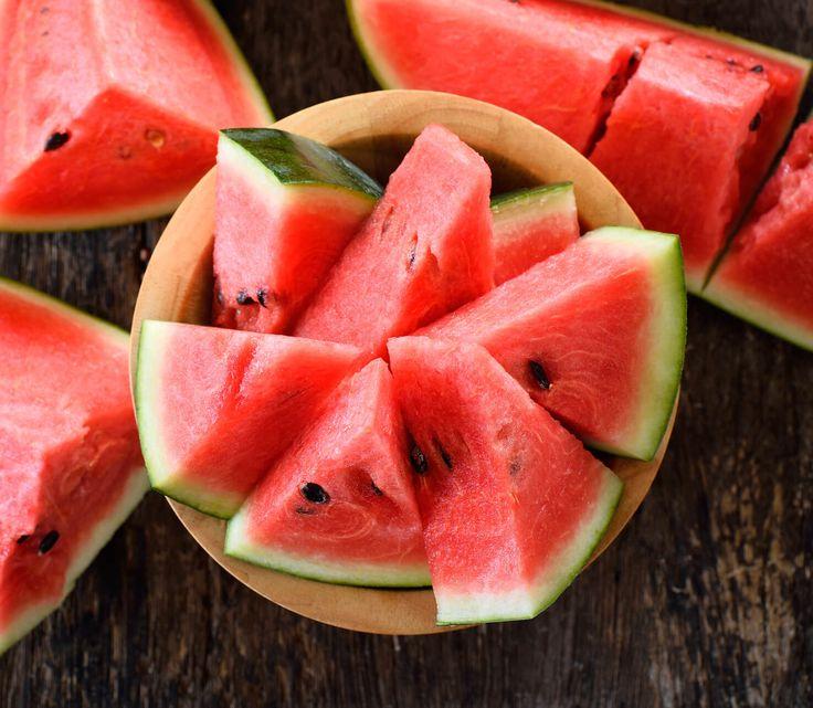 Identikit dell'anguria: simbolo dissetante della calda estate, l'anguria è tradizionalmente considerata una riserva d'acqua e di dolcezza.