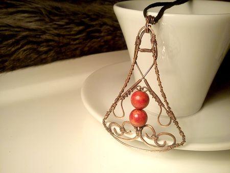 Fotogaléria šperkov, drôtený, tepaný a patinovaný medený šperk, drôtikovaný prívesok s minerálom, šperky s kameňom, korál.