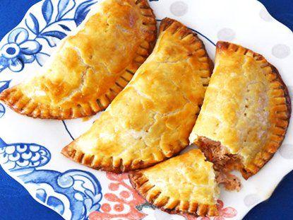 Intenta un gusto nuevo con la riqueza de las empanadas ! Empanadas de Cangrejo - Receta de Empanadas de Marisco | QueRicaVida.com