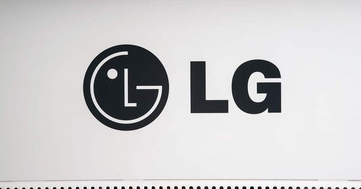 LG's prototype virtual reality headset splits in two on purpose In February, it was revealed that LG was preparing to unveil its own virtual reality headset, a competitor to the likes of the Oculus Rift and the HTC Vive. Now, a patent application has seemingly revealed that the device will have a thoroughly unusual ... #virtualreality