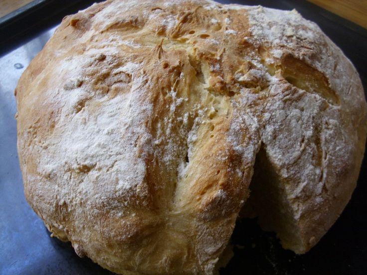 Η συνταγή αυτή για ζυμωτό ψωμί είναι απλή κι εύκολη και μάλιστα γίνεται πολύ γρήγορα.