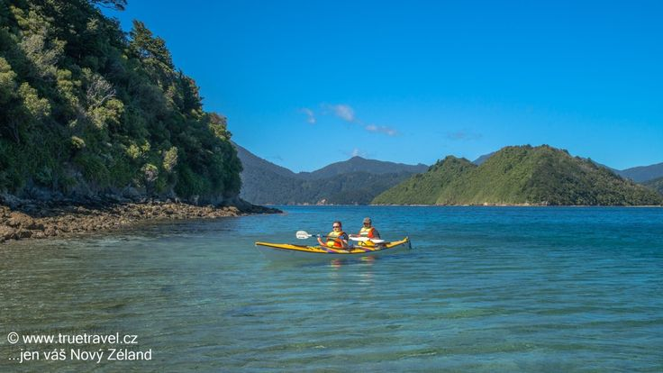 Plavba na kajaku po zálivech Marlborough Sounds, Nový Zéland #NewZealand #cestovani #travel