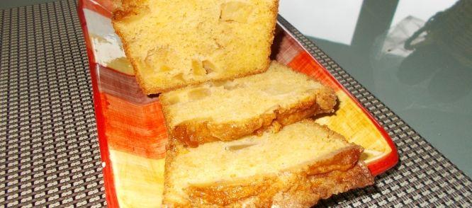 Verrukkelijke Luchtige Cake Met Gekaramelliseerde Appeltjes recept | Smulweb.nl