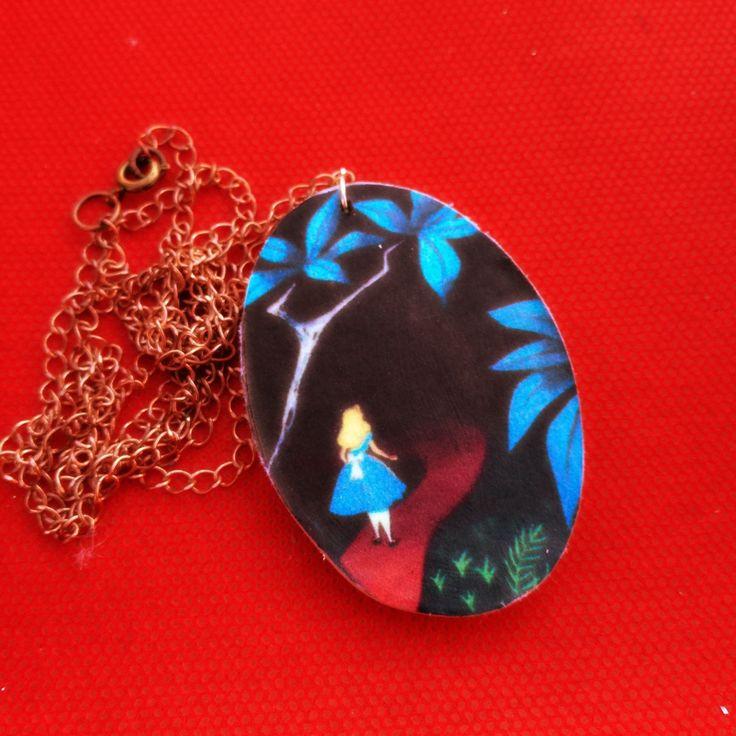 #handmade #necklace #collana #charm #aliceinwonderland #alice #disney #cartoon #madhatter #timburton #wood #fattoamano #cheshire #bianconiglio #whiterabbit #christmas #noel #natale