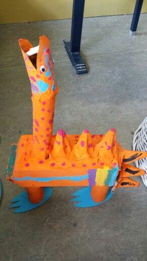 3d knutsel: dino van papier machee
