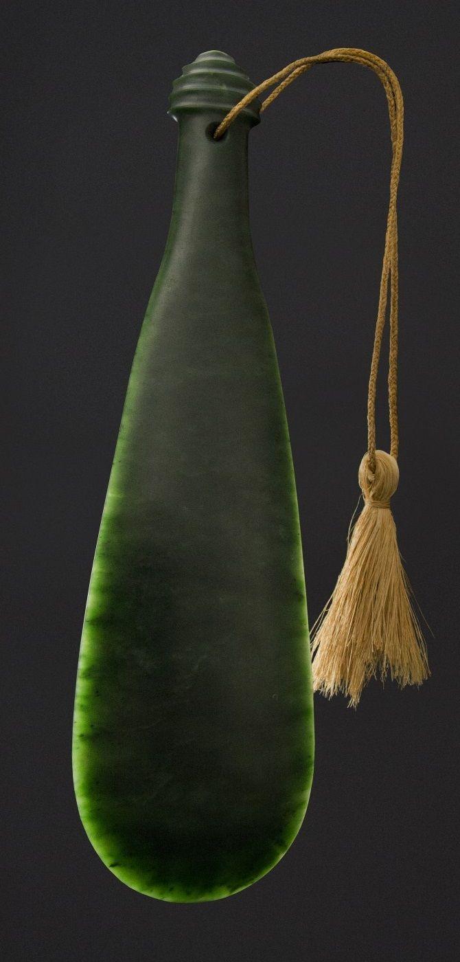 Mere pounamu (greenstone Maori weapon) Whakaae-whenua - Aotearoa
