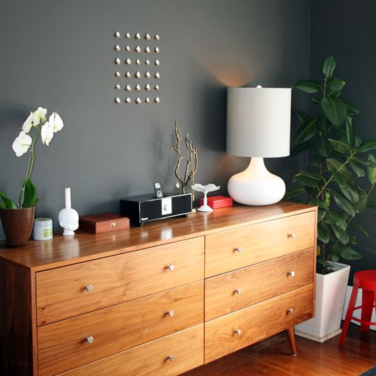 """svelte gray wallpaper from Apartment Therapy """"Artsy Home Revisited"""""""