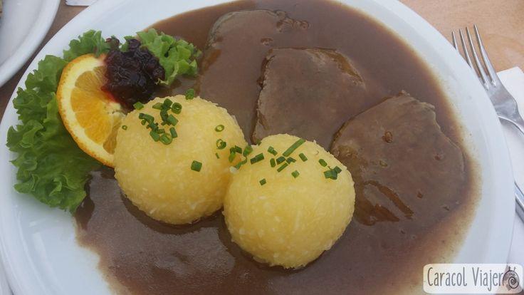 La cocina alemana es mucho más que las típicas salchicas. Cuenta con ingredientes como patatas, col, arenque o cerdo que conforman su gastronomía.