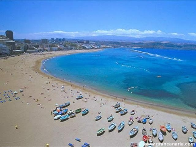Playa de Las Canteras on Gran Canaria, Spain, is one of the best urban beaches in the world!