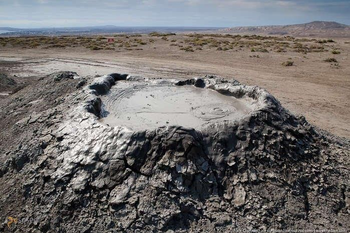 Грязевые вулканы Гобустана – #Азербайджан (#AZ) Однако, грязь может быть прикольной, и даже очень!  ↳ http://ru.esosedi.org/AZ/places/1000466411/gryazevyie_vulkanyi_gobustana/