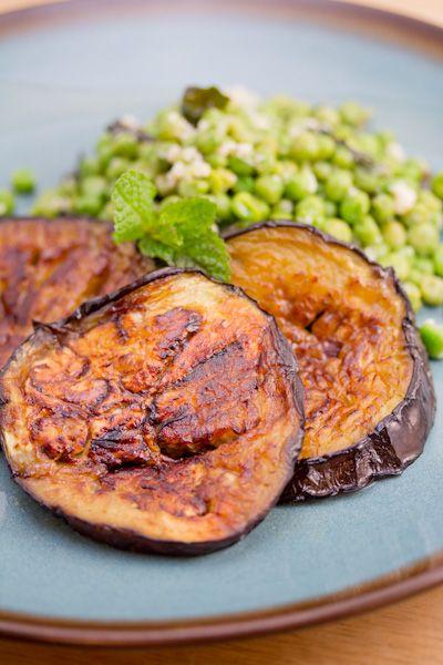 Eggplant Steaks with Parmesan Peas: Dinners Tonight, Big Flavored, Recipes Involvement, Eggplants Steaks, Tiny Kitchens, Eating, Eggplants I, Parmesan Peasbig, Eggs Plants Steaks