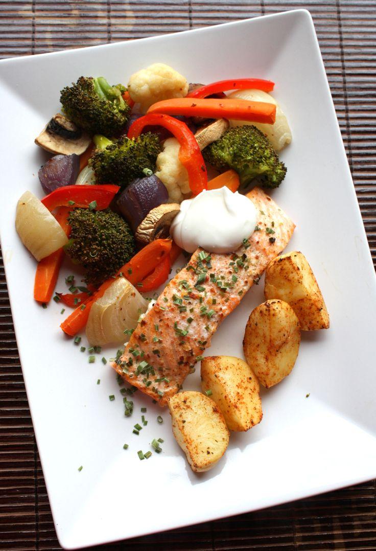 Hei alle sammen!Eg er stort fan av mat som lager seg sjølv i ovnen, ulike laksemiddager er perfek...