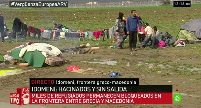 Alberto Sicilia, enviado de laSexta Noticias, cuenta en ARV cuál es la situación en el campo de refugiados de Idomeni, frontera entre Grecia y Macedonia. En el campo hay unas 15.000 personas que huyen del terrorismo de Daesh, hay muchas personas enfermas, por la noche se oyen los lloros de los miles de niños. - laSexta