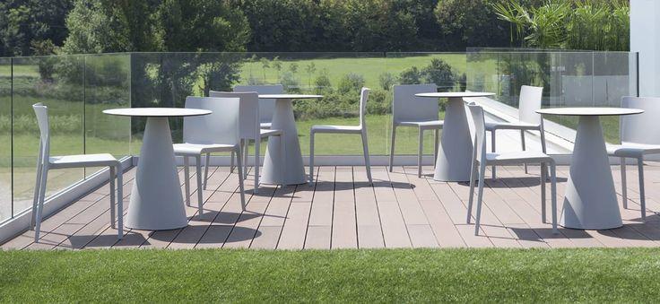 Sedia Volt, prodotto per l'arredo bar moderno, caratterizzato da una  praticità estrema e dal design semplice.
