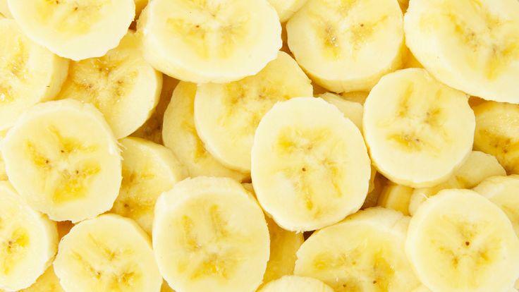 日本では、甘いフルーツという認識のバナナ。ケーキやお菓子に使われることはあっても、おかずとして料理に使われることはほとんどなし。でも、南米やアフリカでは主食として、青いバナナを芋代わりに使うことは珍しくありません。こんな甘じょっぱい系の料理がスペインにもありました。「トシーノ・コン・プラターノ」です。スペイン人に言わせると、バナナとベーコンの食べ合わせはなにも珍しいものではないそうです。アメ...