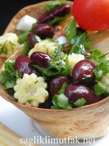 Lavaş Kasesinde Meksika Fasulyesi Salatası