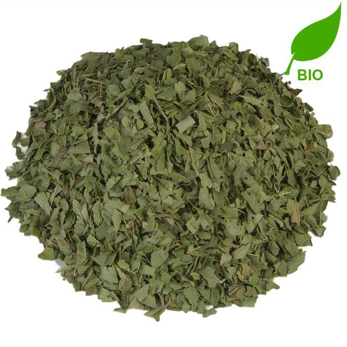 VERBENA ORGANIC (IJSTHEE SPECIAL) BIO | De kruidige, frisse mix van limoen en verbenabladeren is een heerlijk gezonde thee. De thee helpt je weerstand op pijl te houden en is goed voor je spijsvertering. Vooral als je een beetje grieperig of verkouden bent, zal je blij zijn dat je wat van deze Verbena Organic in de kast hebt staan. |