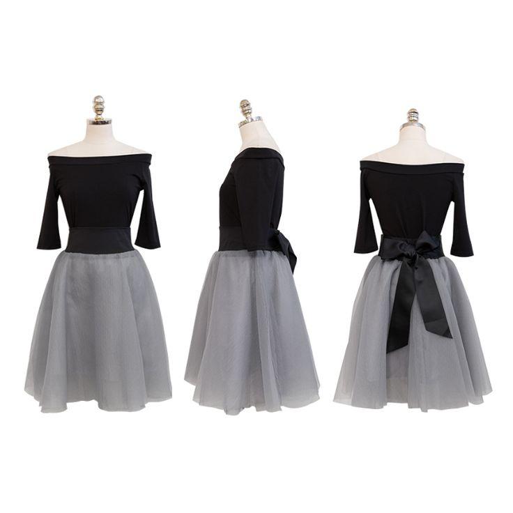 - 上部とスカートが分離されたツーピースセットアップドレスです。 - 上部には伸縮性が非常に優れたポリ混紡Tシャツ素材です。肩があらわれるオフショルダールックです。 - スカートは腰の部分で伸縮性のあるバンドがあります。シースルーメッシュ素材を入れ子にさせたスカートはメッシュ素材の一般的なデザインの特性上、裾はステッチがないナチュラルカット状態です。 - スカートで裏地があります。 - フリーサイズです。 ★★ショッピングガイド★★ ★品質 - すべての商品は検品後に発送いたします。 - 日本の厳格な品質基準、高価なブランドに比べて縫製や仕上げが劣る場合があります。商標などのタグや洗濯表示等がない場合もあります。 - 色は、お客様のPCやスマートフォンの状態に応じて異なって見える場合があります。 - 撮影時の照明の影響のため、実際の色との差が比較的大きいモデルの写真がある場合があります。色味はマネキンの写真、平面写真、クローズアップ写真などを参照してください。 - ベルト、サッシ、コサージュ、リボンなどの小物は別途記載がない限り、含まれていません。 ★...