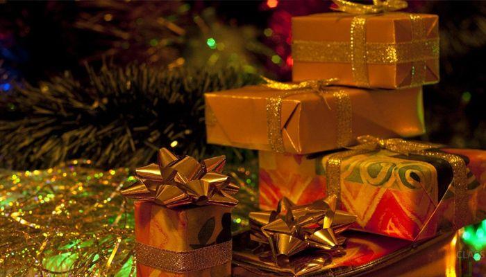 Женщина, которая экономила весь год, чтобы купить детям 300 подарков, стала звездой интернета