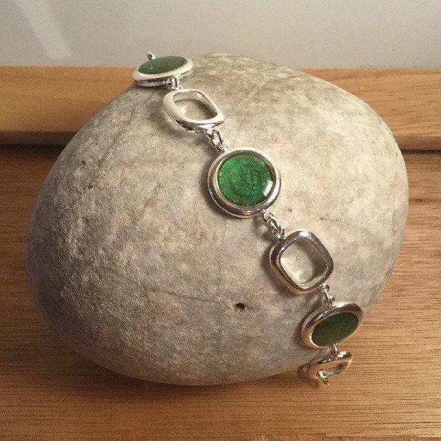 Disc bracelet, £18.50 #resinandnailvarnish #resinjewellery #nailvarnishjewellery #uniquejewellery #giftsforher #christmasgiftsforher #madeonskye #bracelet #uniquebracelet