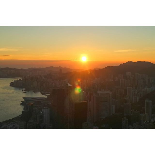 Instagram【felix_ip888】さんの写真をピンしています。 《早晨各位,今早吉吉日出。 #生果男 #雲海 #夜景 #日出 #日落 #月亮 @d18hk #hklocals #Hongkong  #hk #光軌 #fireworks  #mastermindjapan #fcrb #hkig #physique #humanflag #handstand #frontrow #guy #abs #backflex #motivation #fit #gym  #fitness #fitnessmodel #hkmodel》