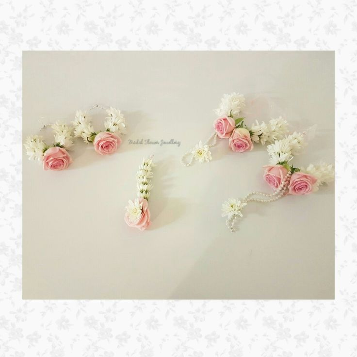 Fresh flower jewellery by Bridal Flower Jewellery www.bridalflowerjewellery.com #bridalflowerjewellery  #flowerjewellery #floraljewellery #mehndi #mehndijewellery #mehndiflowers