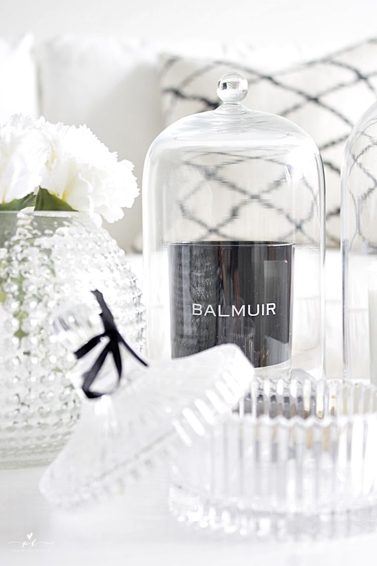 Livingroom Decor Olohuoneen Sisustus Chhatwall & Jonsson Balmuir Como Scented Scent Candle Black and White Interior Scandinavian